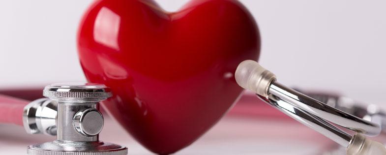 Heart figurine with stethoscope